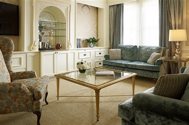 Judy Garland Suite Living Area