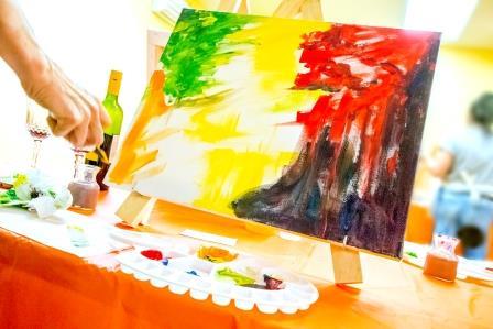 painting and wine iStock_89691201_wesite compresse