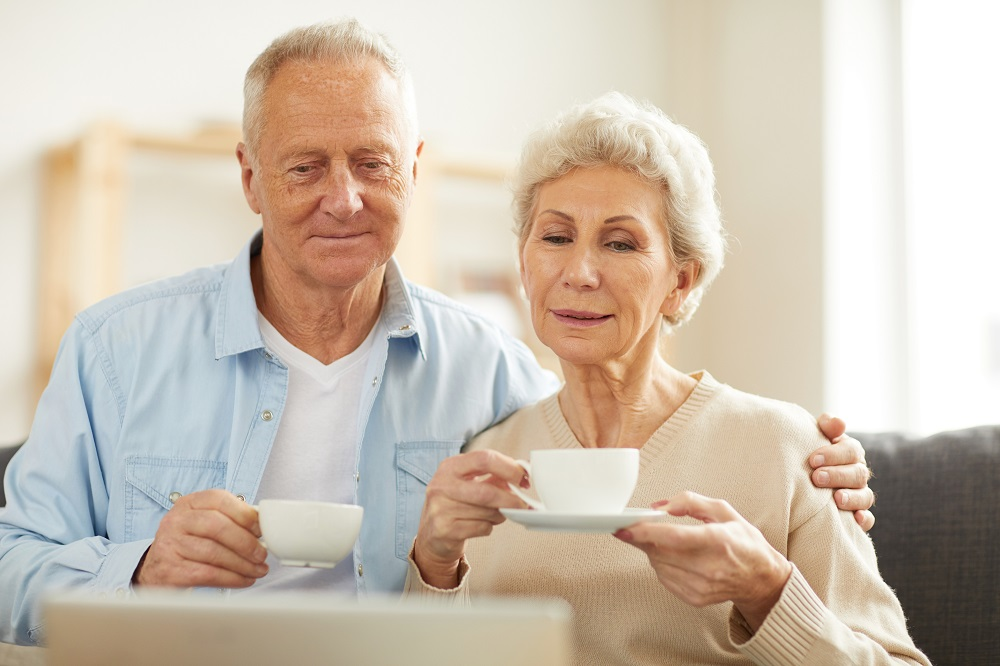 iStock-Couple drinking tea looking at laptop_SeventyFour