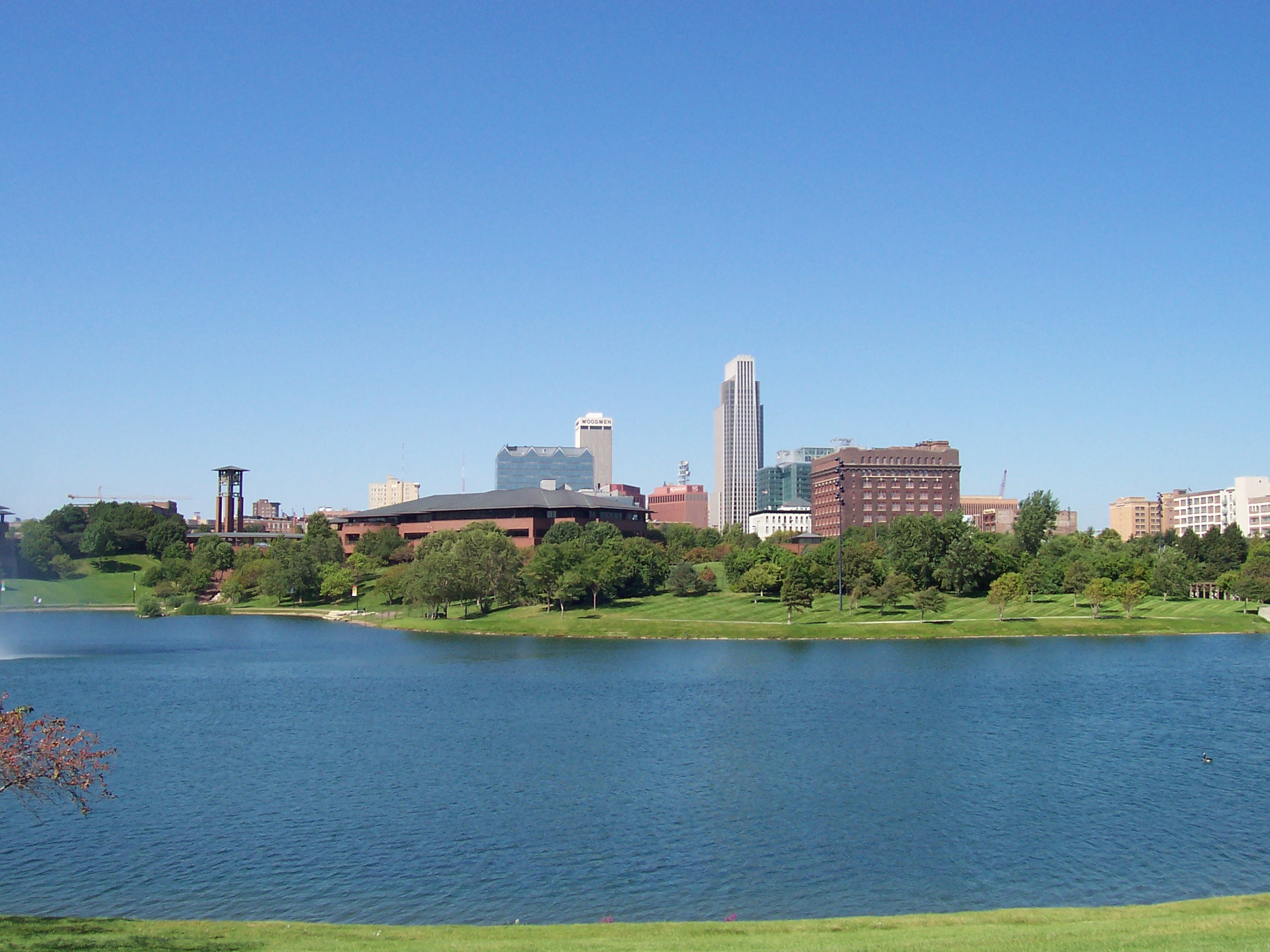 Skyline_of_the_Downtown_Omaha,_Nebraska_from_Heart