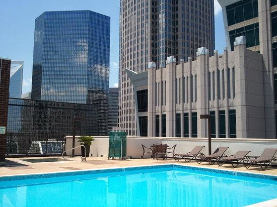 rooftop-pool-and-hot