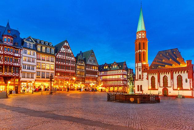 germany-frankfurt-romerberg-old-town