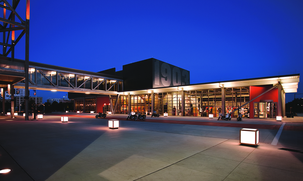 H-D Museum Exterior - Plaza (002)