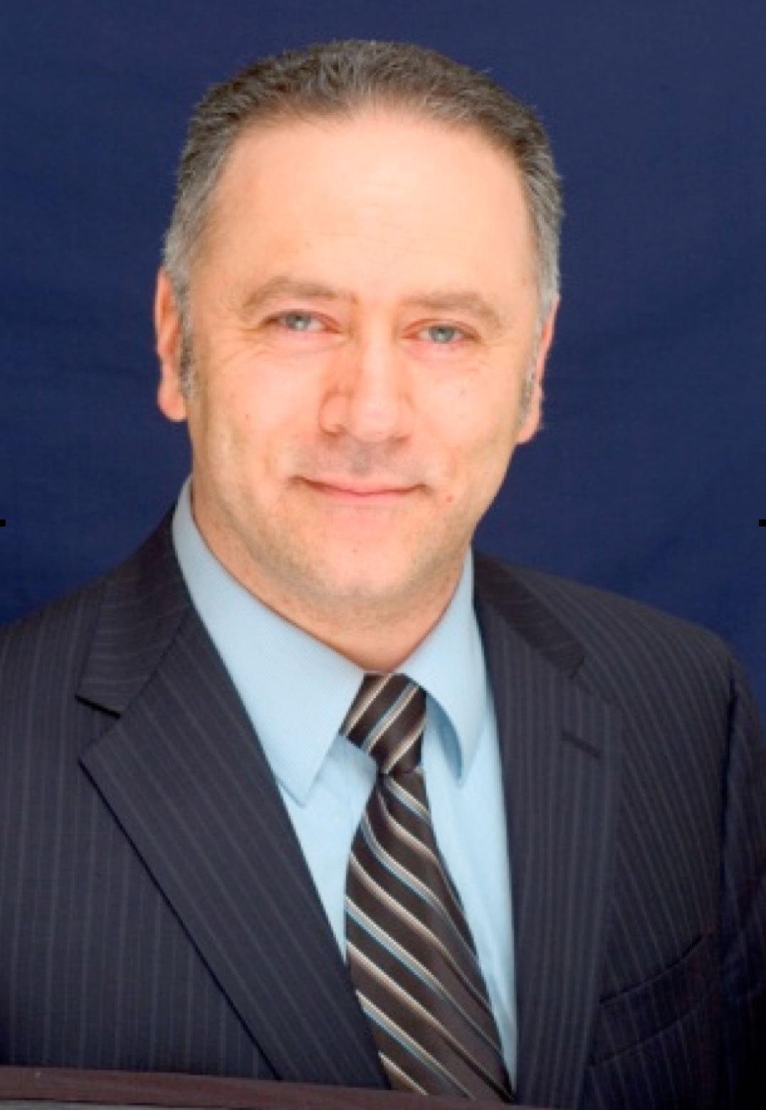 Dr._SImman-headshot.jpg
