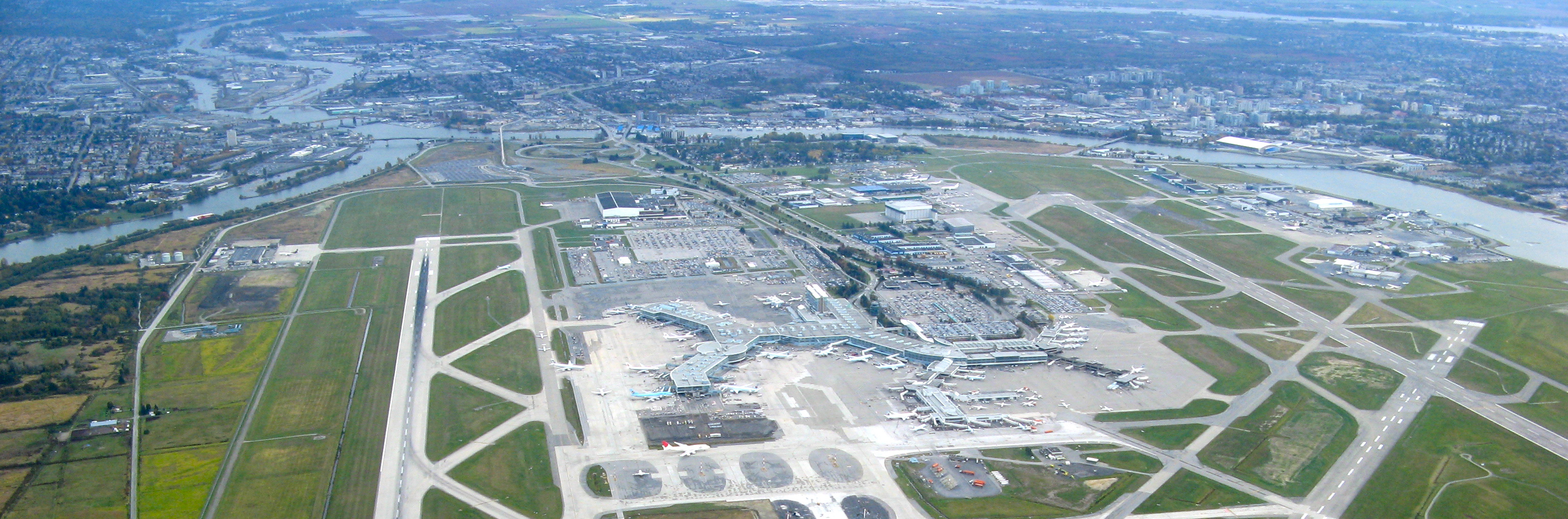 Vancouver_International_Airport_Aerial1
