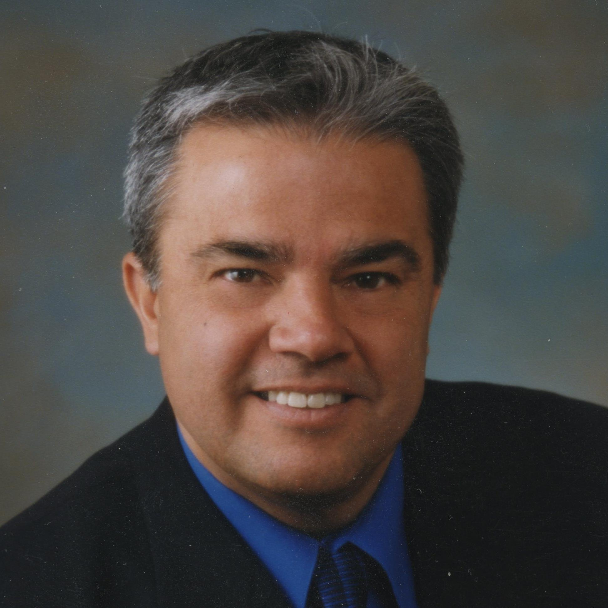 Ronnie De La Cruz headshot.jpg