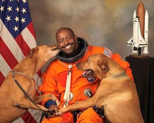 Leland Melvin dogs