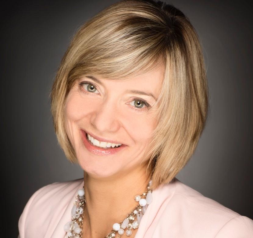 Lisa Mayfield Headshot (2)