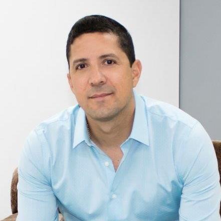 Robert Cadena.jpg