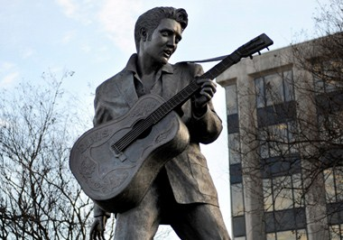Statue of Elvis Presley