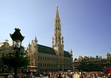 Grand-Place-crowded