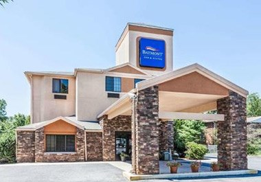 Baymont Inn & Suites Newark