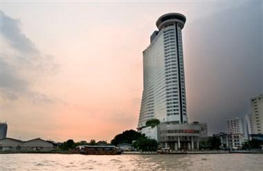 Towering Hotel in Krung Thep