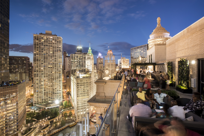 LH Rooftop Chicago Skyline