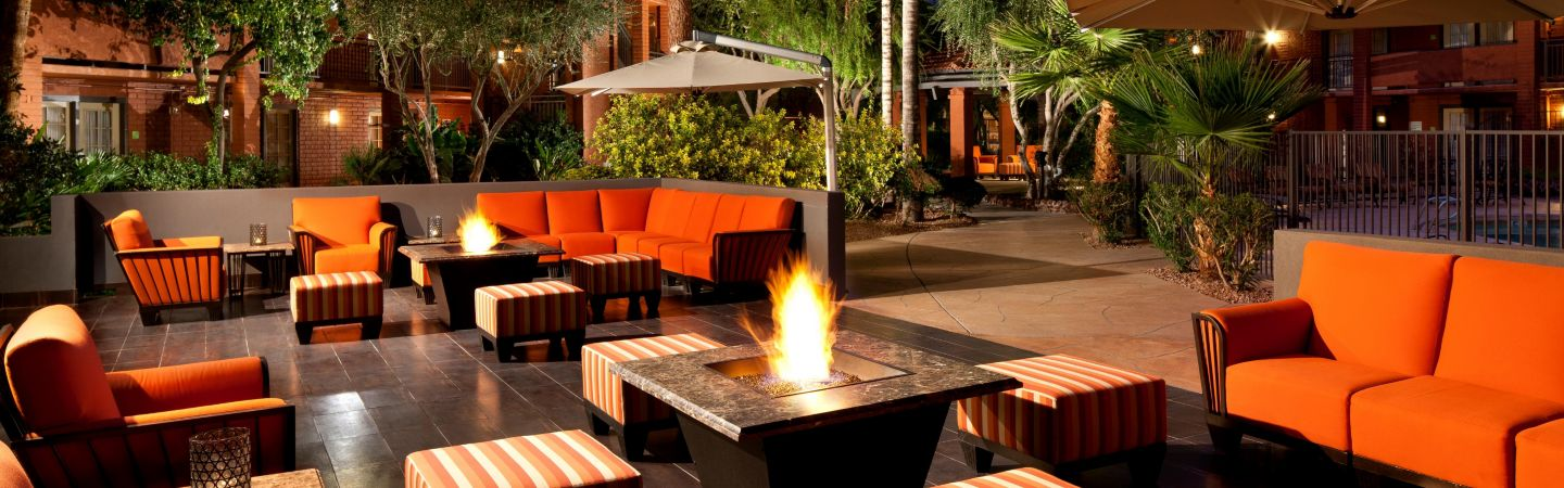 holiday-inn-hotel-and-suites-phoenix-3641203715-16