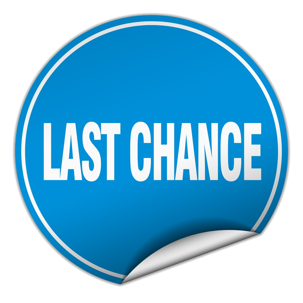 last-chance-round-blue-sticker-isolated-on-white-v