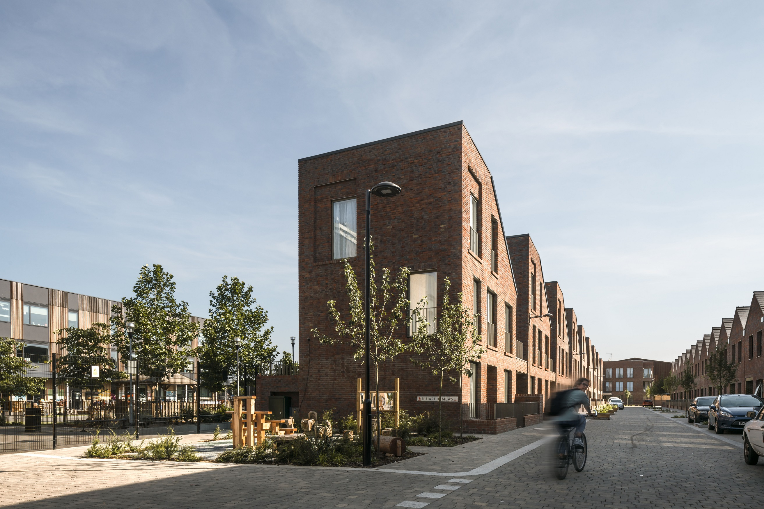 live commended Dujardin Mews small