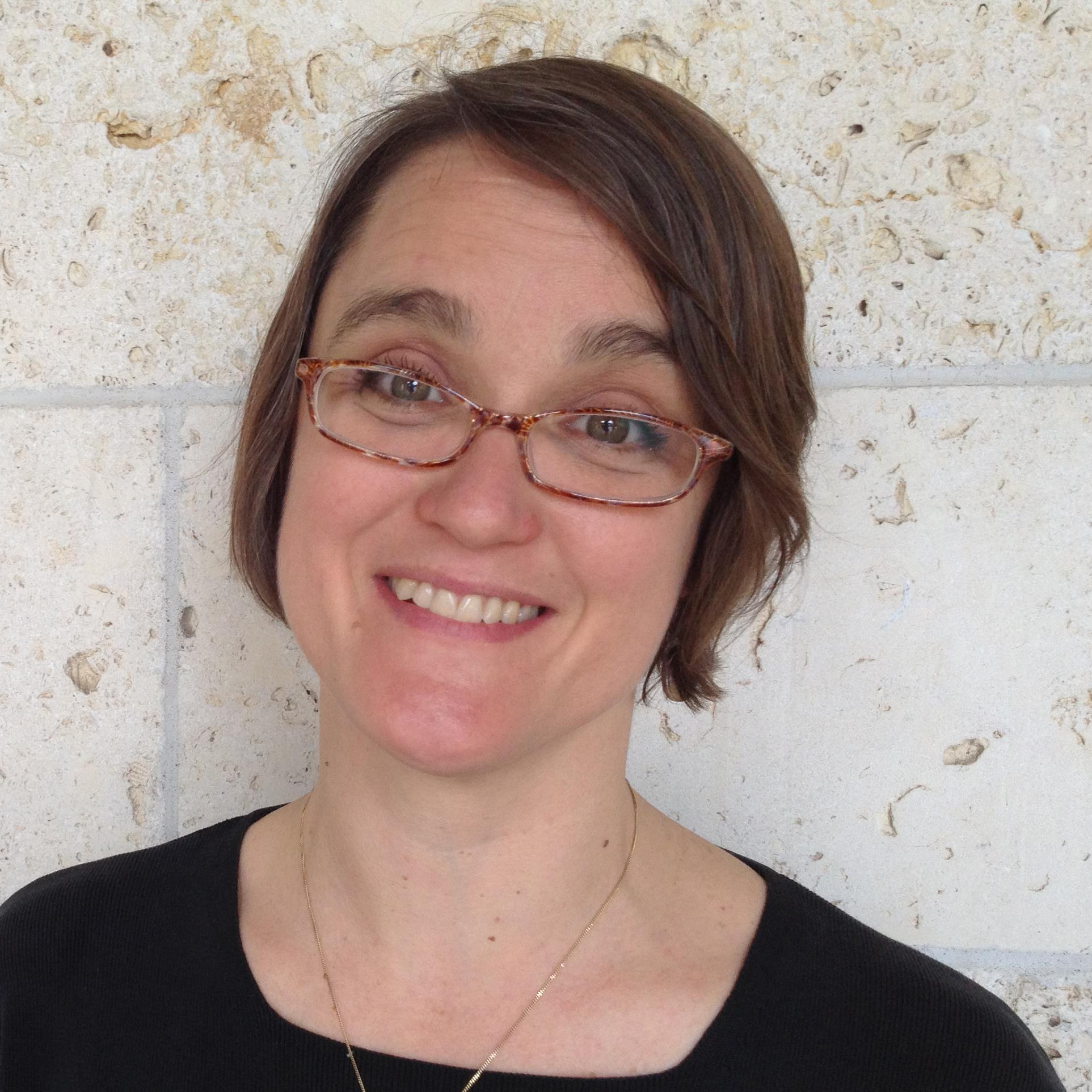 Lynn Osgood Headshot.jpg