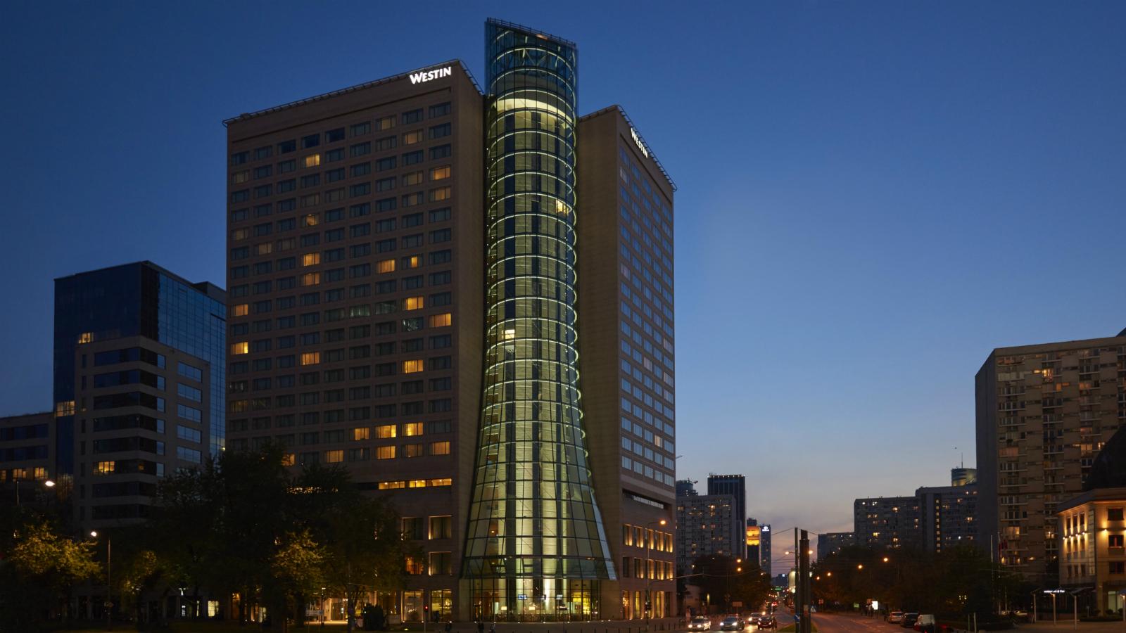 Westin-Warsaw-The-Facade-At-Night