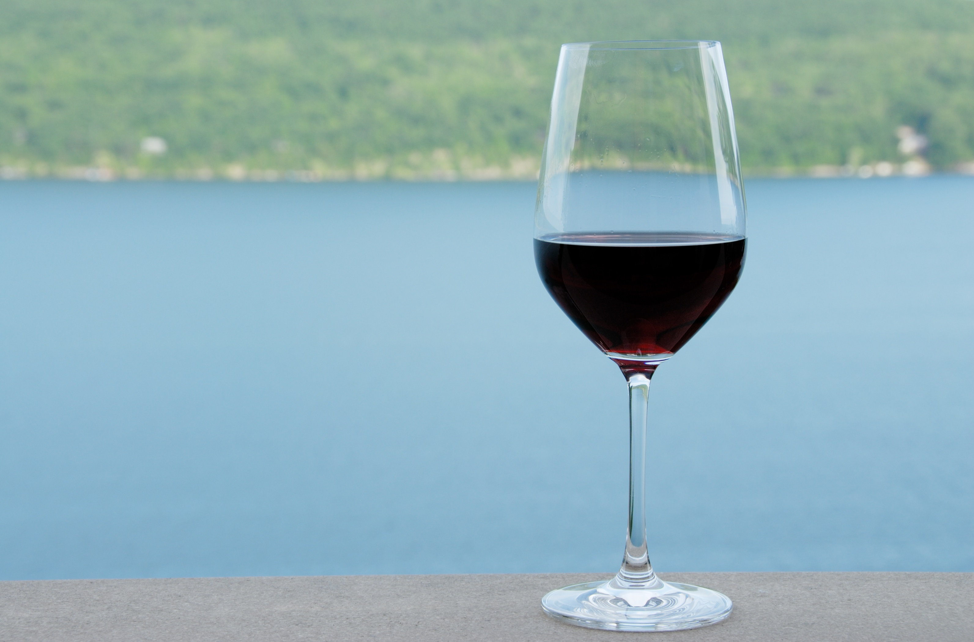 95248402Glass_of_Wine_by_the_Lake_Sp5JCtg9cRLsRzHcoG-QLYs18q0ABlZBh