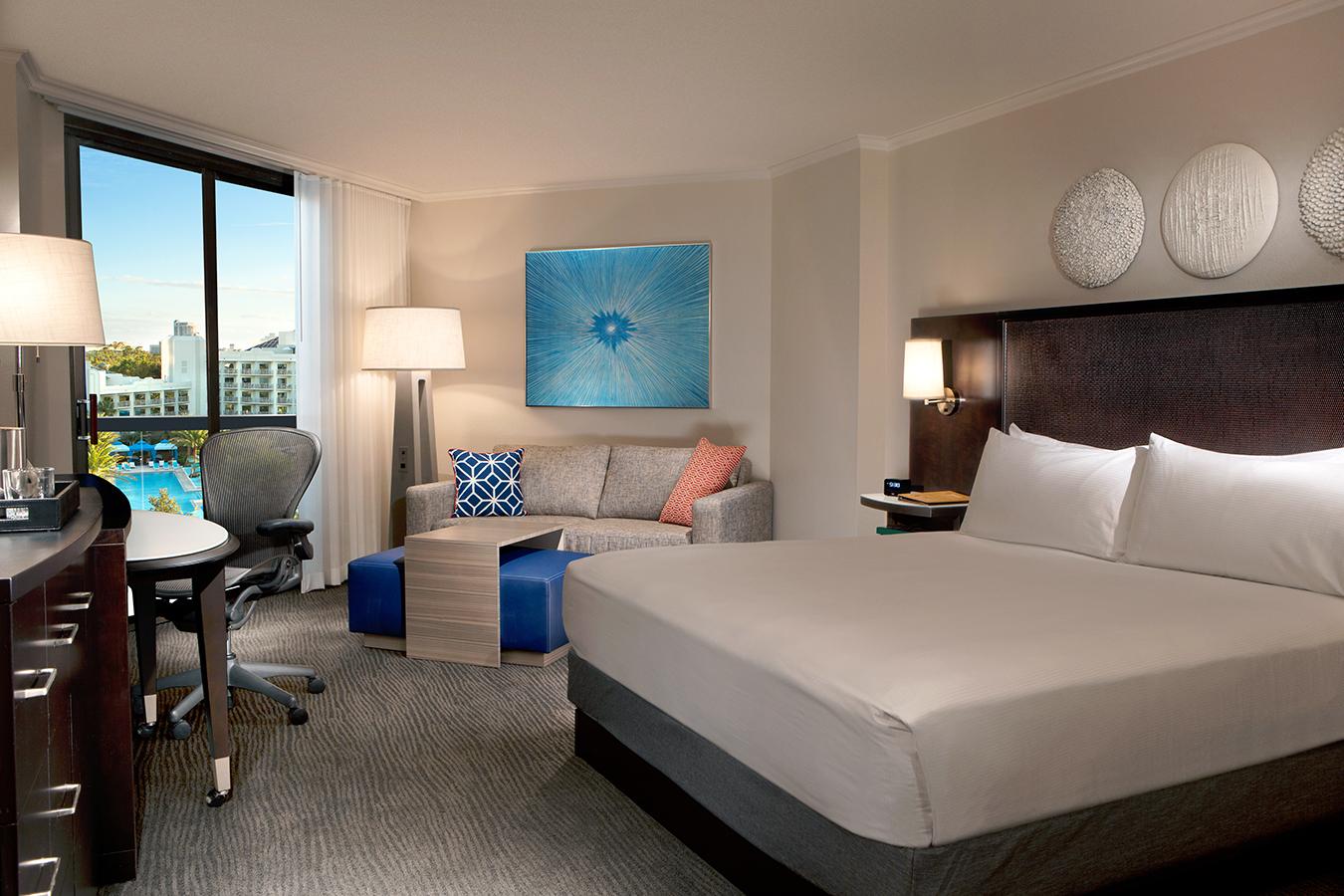 King-Guestroom-Pool@03x