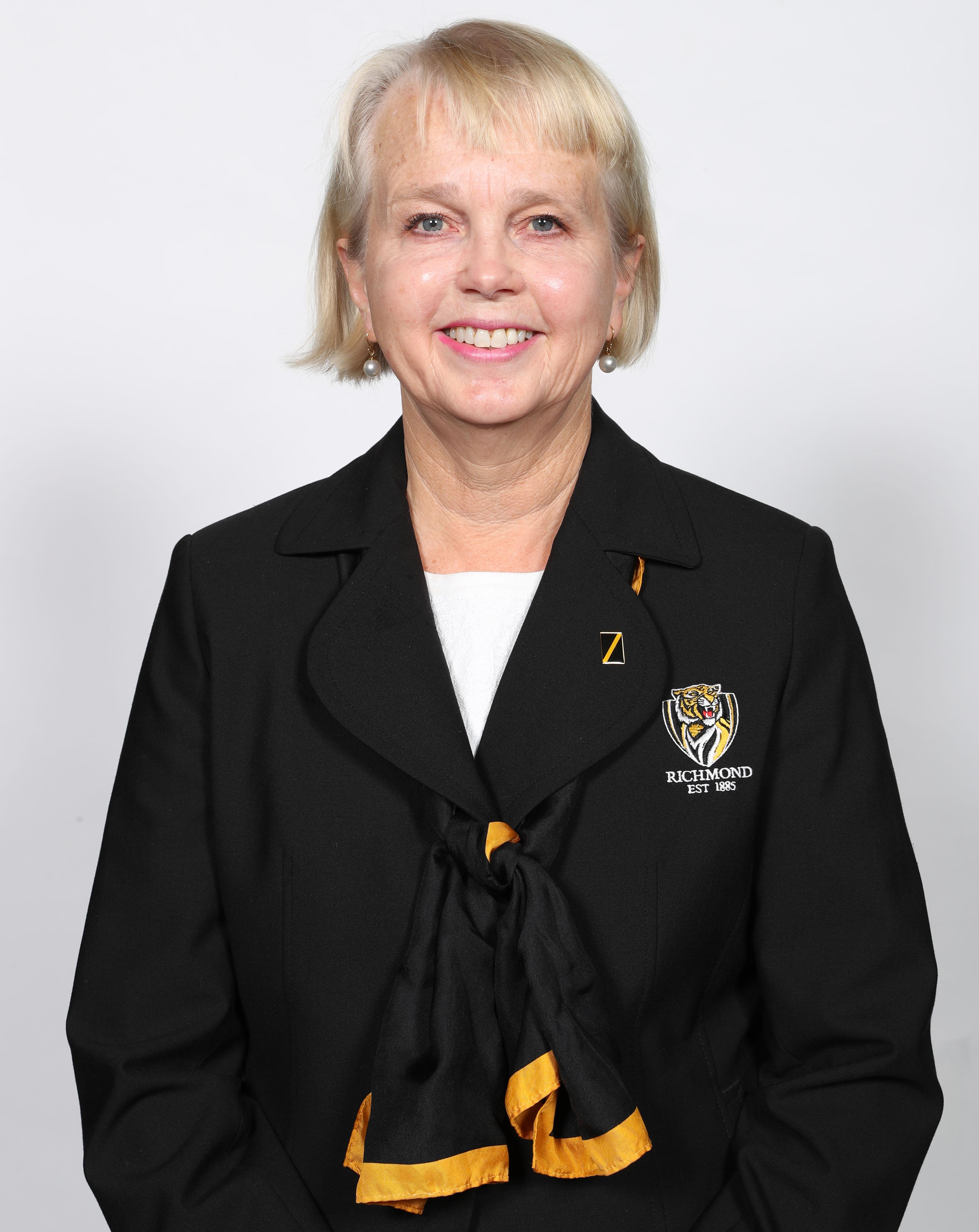 Peggy O'Neal headshot cropped