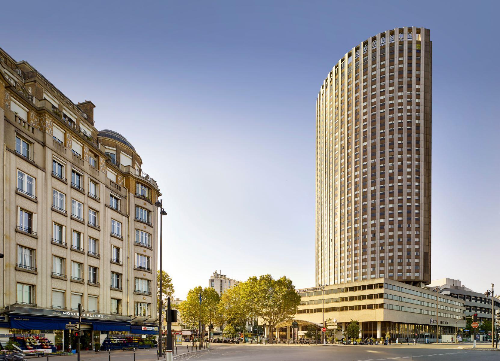Hyatt-Regency-Paris-Facade