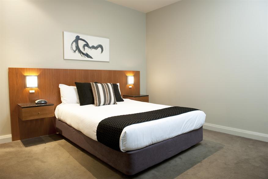 Mantra-Hindmarsh-Square-1-Bedroom-Parkview-2-Bedro
