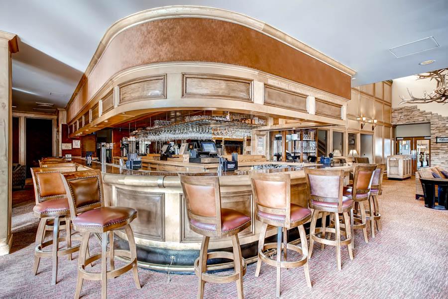 Bighorn Restaurant (lounge area) 1