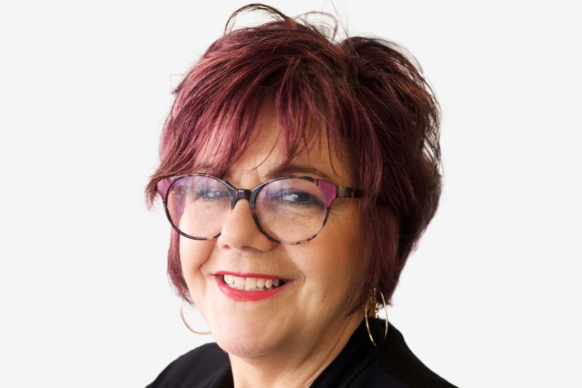 Lois Davies bio