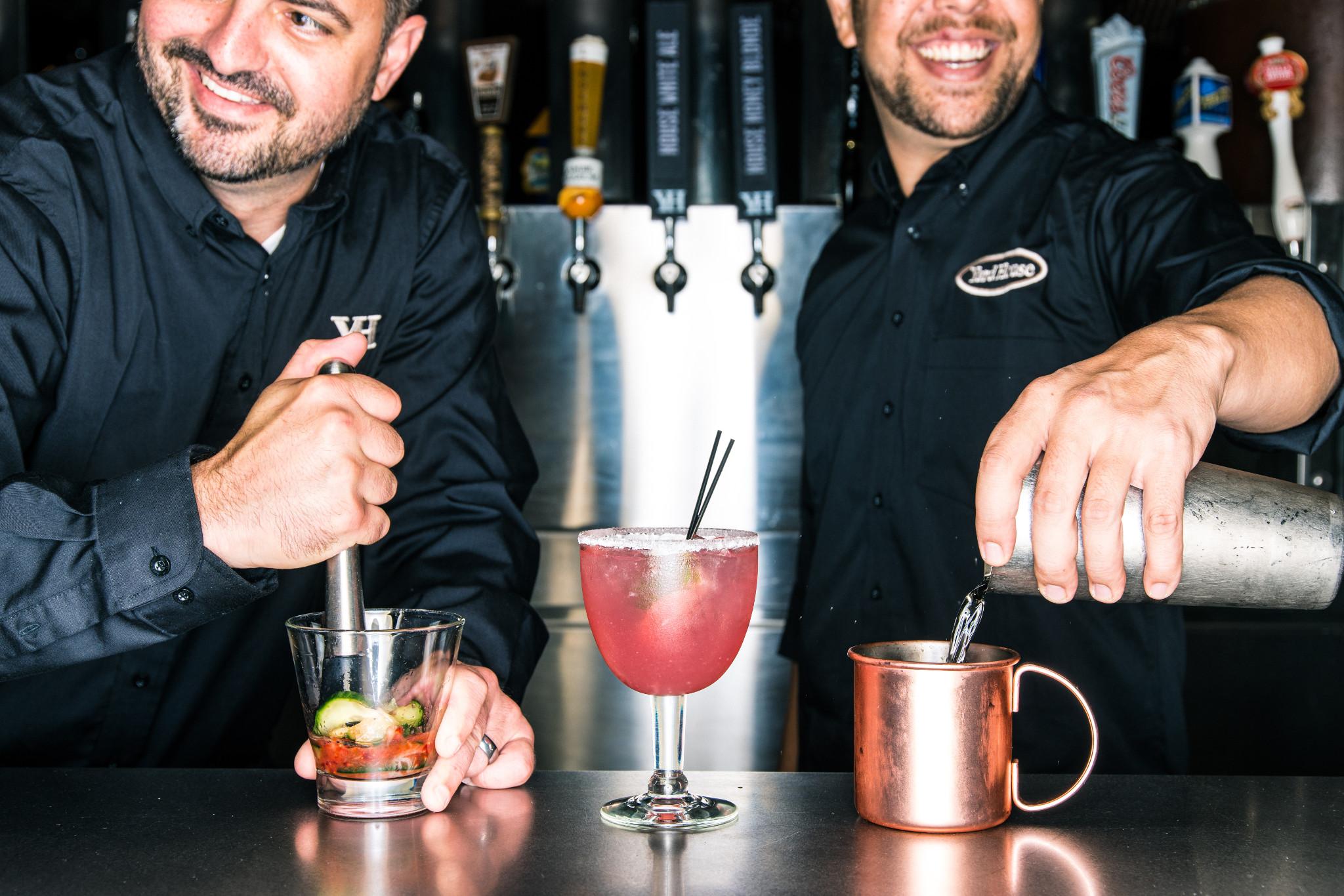 170031_bartenders