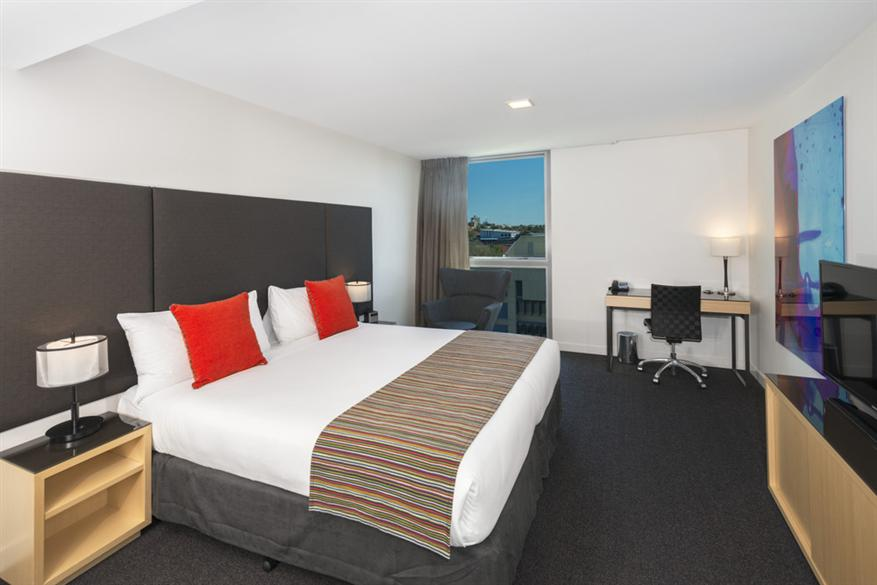 Mantra-South-Bank-Hotel-Room3.t37925