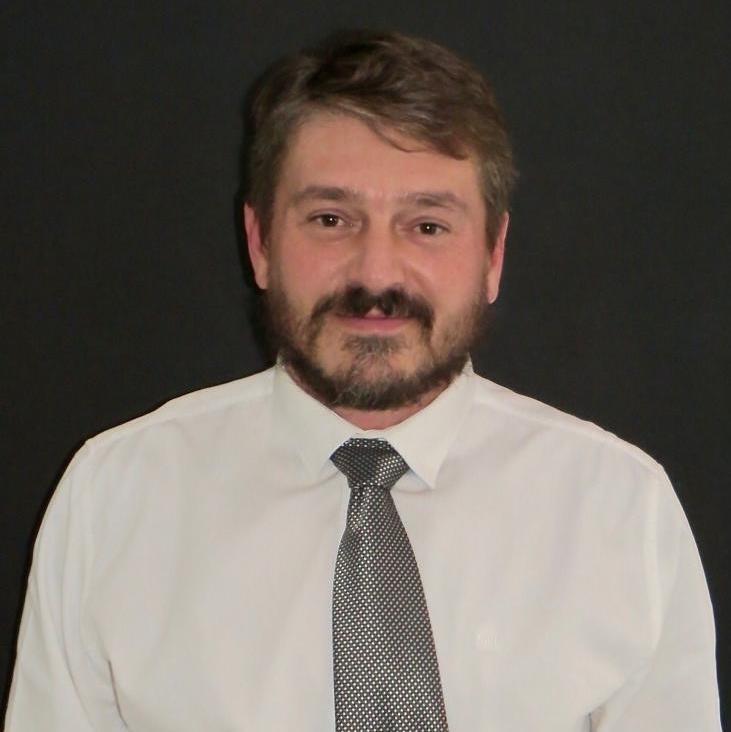 Dr Ernu de Villiers.jpg