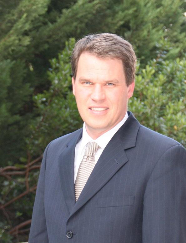 Dr. Dirk Glaesser Foto.jpg