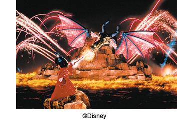Fantasmic_Mickey_Fighting_Dragon