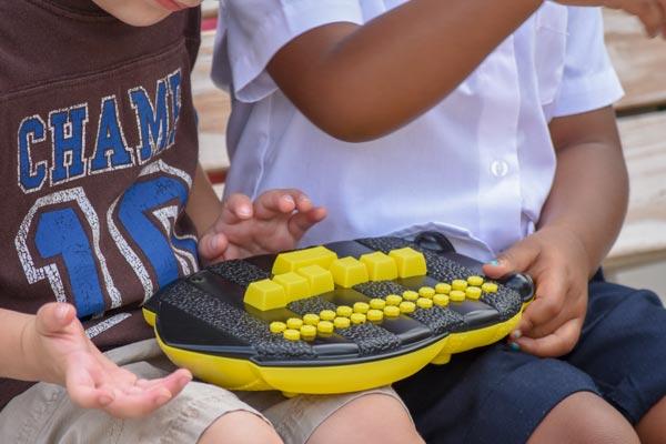 Kids-hands-on-Braille-Buzz-DSC_2597